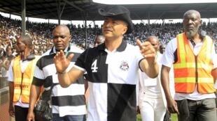 Moïse Katumbi, à son arrivée au stade de Lubumbashi pour assister à un match du Tout Puissant Mazembe.