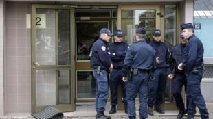 Policiais franceses em Estrasburgo, durante a operação antiterrorista deste sábado, 6 de outubro.