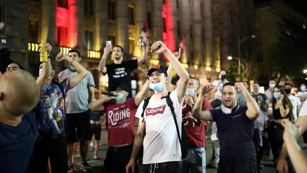 A la Une: En Serbie, les rues se soulèvent contre «les mensonges des autorités»