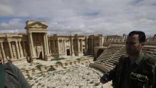 Soldados sirios de patrulla el año pasado en la ciudad antigua de Palmira.