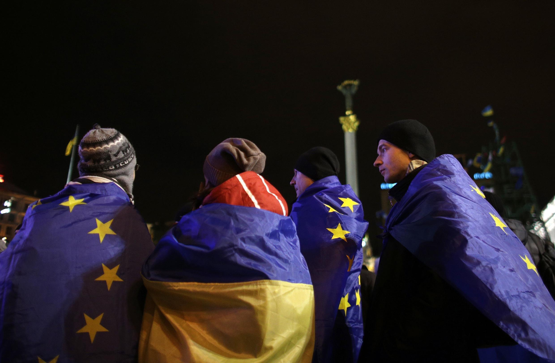 Лидеры оппозиции призвали митингующих оставаться на Майдане до отставки В.Януковича