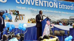 Le président par intérim du FPI, Pascal Affi N'Guessan, lors de la cérémonie de clôture de la 8e convention de son parti, à Abidjan, le 22 février 2014.
