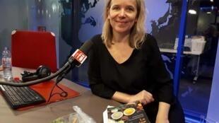 Stéphanie Schwarzbrod, invitée du Goût du monde, dans les studios de RFI.