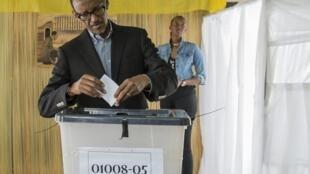 盧旺達總統卡加梅在首都基加利投票