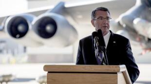 Bộ trưởng Quốc Phòng Mỹ tại khu căn cứ không quân Minot, Bắc Dakota, Hoa Kỳ, ngày 26/09/2016.