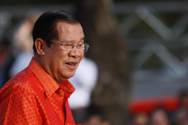 Thủ tướng Cam Bốt Hun Sen trong một buổi lễ cầu nguyện hòa bình và ổn định tại đền Angkor Wat, Siem Reap, ngày 03/12/2017.