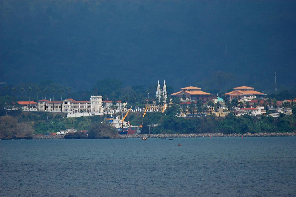 Vista da capital da Guiné Equatorial, Malabo.