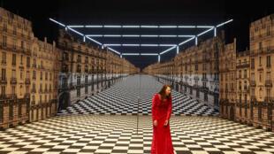 Оливье Пи поставил «Парижан» по собственному роману, вышедшему годом раньше.