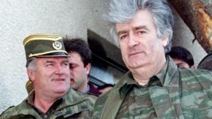 Ratko Mladic (à gauche) avec Radovan Karadzic, en avril 1995