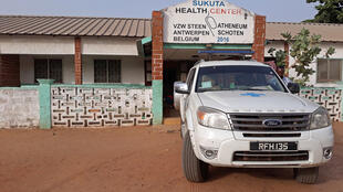 Une cinquantaine d'ambulances sont disponibles dans le pays, ainsi que plusieurs motos pour que des médecins puissent atteindre les villages les plus isolés.