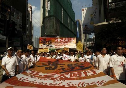 香港人5月2日上街游行要求进行普选