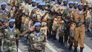 Des soldats de la Minusma lors du défilé du 14 juillet 2013, à Paris.