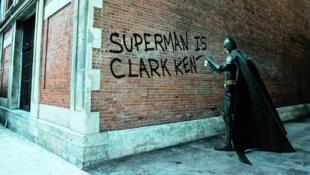 El francés Daniel Picard fotografía la rivalidad entre superhéroes.