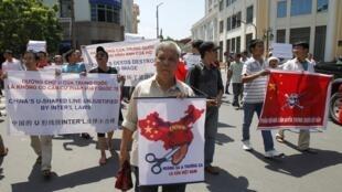 Biểu tình chống Trung Quốc tại Hà Nội ngày 03/07/2011.
