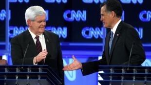 Newt Gingrich (g) et le gouverneur du Massachusetts Mitt Romney, les deux candidats à la primaire républicaine américaine.