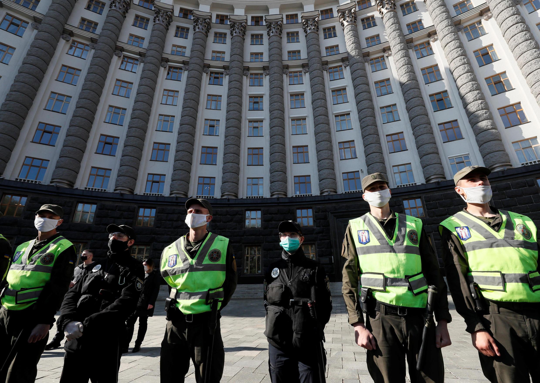 2020-04-29T000000Z_1648234847_RC2AEG9ZHMIY_RTRMADP_3_HEALTH-CORONAVIRUS-UKRAINE-PROTEST