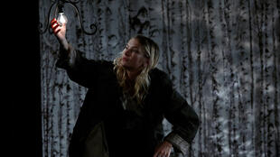 La comédienne Camille Razat, dans «Le Vieux Juif Blonde», dans une mise en scène de Volker Schlöndroff.