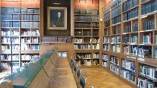 Biblioteca Octavio Paz, en el Instituto Cervantes de París.