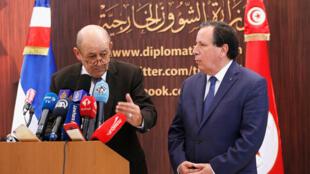Ảnh tư liệu: Ngoại trưởng Pháp Jean-Yves Le Drian (T) trong cuộc họp báo tại Tunis, Tunisia, ngày 22/10/2018