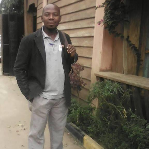 O  jornlalista moçambicano Amade Abubacar, actualmente preso por alegadamente atentar contra  a segurança do Estado.Abubacar aguarda o julgamento.