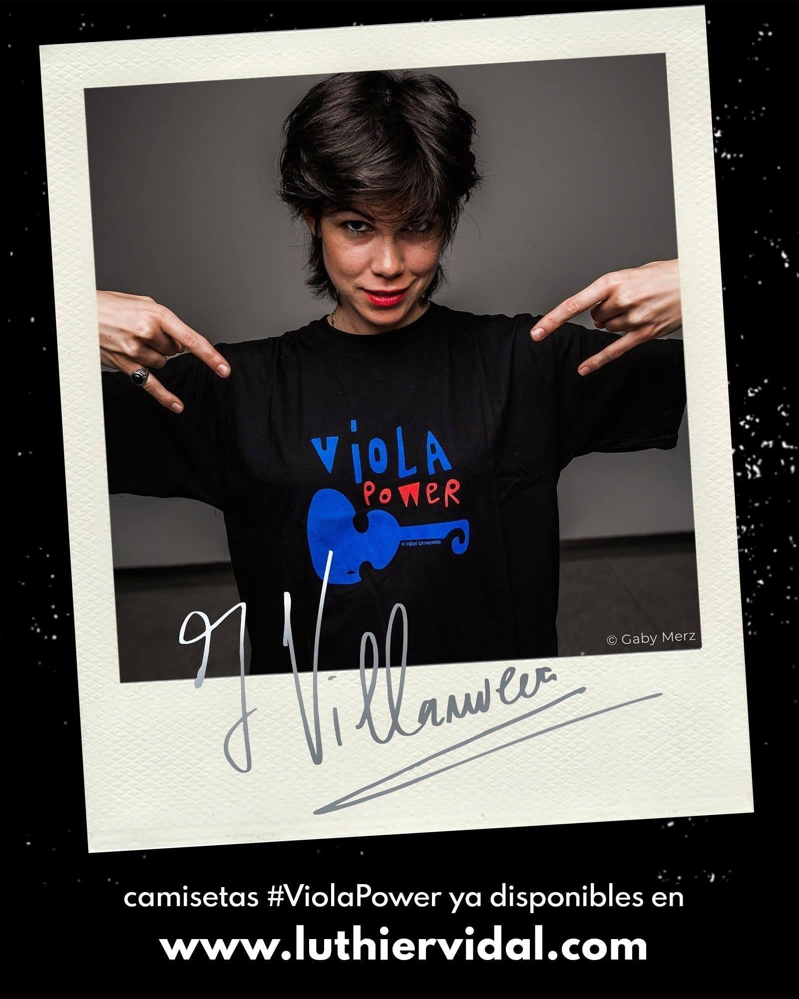 Camisetas creadas por Isabel Villanueva y el artista creativo Mikel Urmeneta.