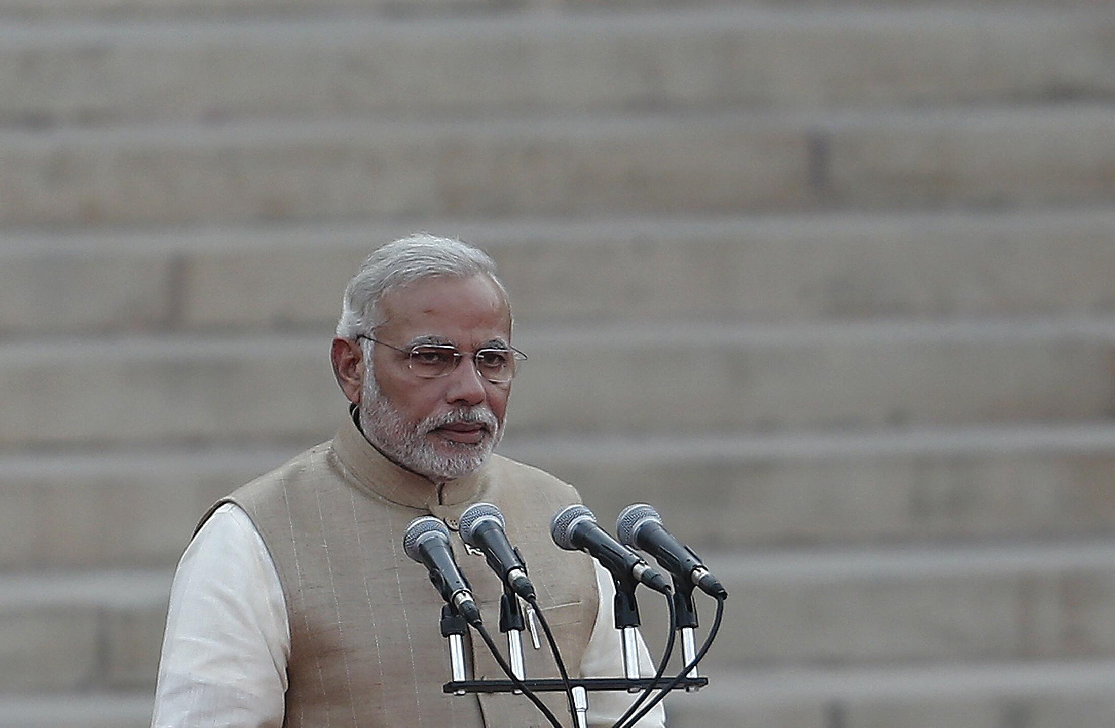Le Premier ministre indien, Narendra Modi prête serment au palais présidentiel à New Delhi, le 26 mai 2014.