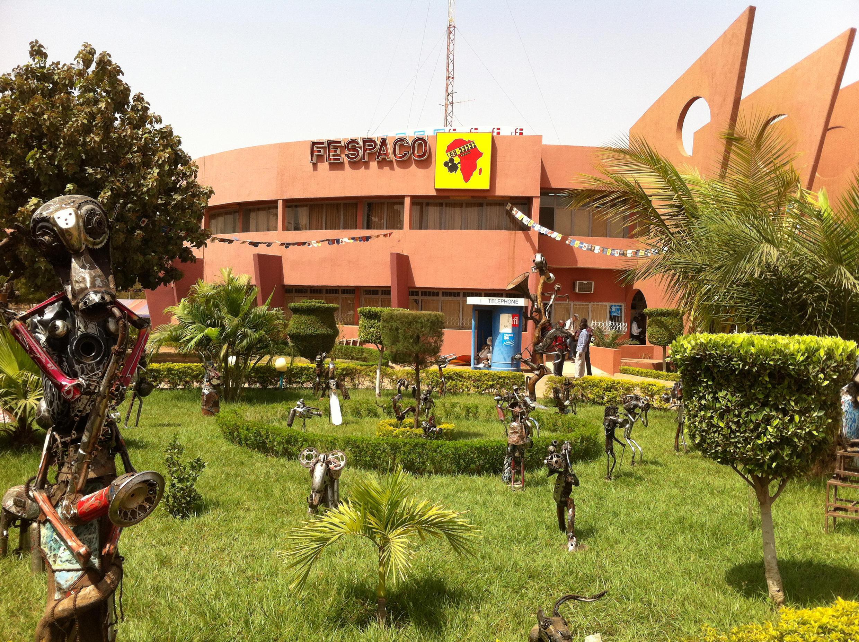Le siège du Festival panafricain du cinéma et de la télévision à Ouagagougou (FESPACO), le 28 février 2015, quelques heures avant l'ouverture de la 24e édition.