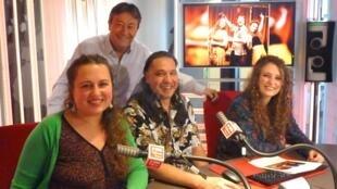 El trío Escamas de plata y oro con Jordi Batallé en RFI