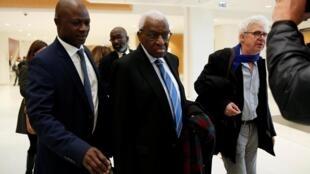 Lamine Diack à son arrivée au tribunal de Paris, le 13 janvier 2020.