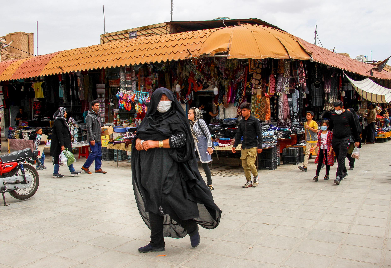 Irão continua a registar muitas mortes do coronavírus mas reabre comércio
