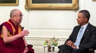 Barack Obama e o Dalai Lama em encontro de 2014