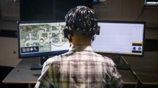 Mesures d'ondes cérébrales d'étudiants qui jouent à des jeux vidéo.
