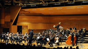 L'Orchestre symphonique kimbanguiste de Kinshasa, sous la direction du chef d'orchestre Armand Diangienda.