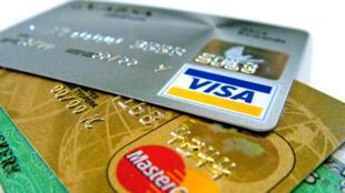 Les frais inhérents à l'utilisation de la carte bancaire par le consommateur seront limités à 0,3%.