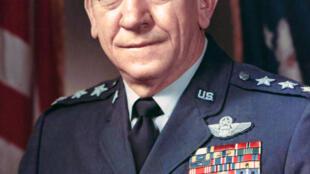 ژنرال رابرت هایزر، معاون وقت سرفرماندۀ نیروهای ناتو و فرستادۀ ویژۀ جیمی کارتر به تهران