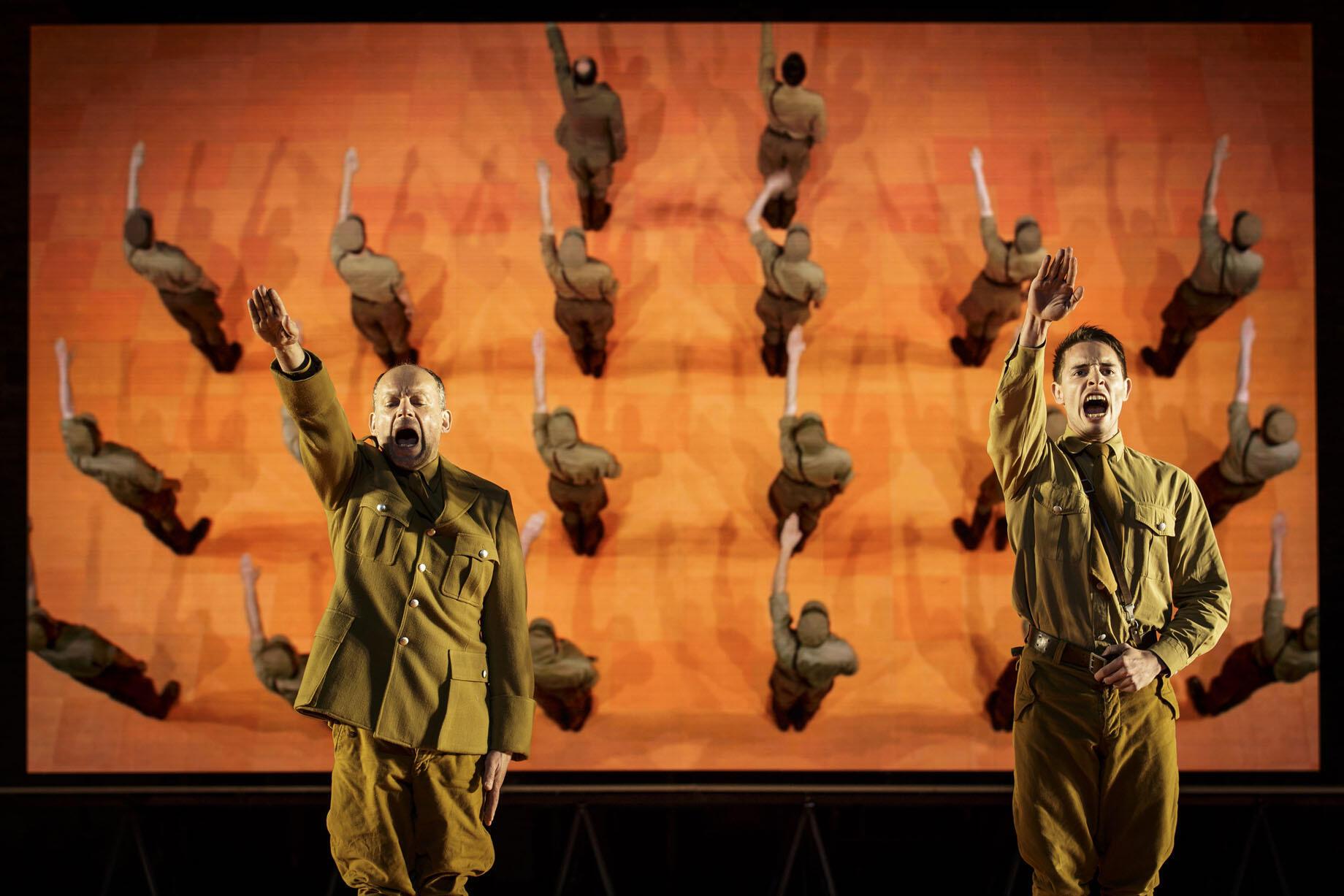 Спектакль «Проклятые» по сценарию фильма Лукино Висконти в постановке Иво ван Ховена открыл Авиньонский фестиваль 6 июля.