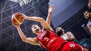 Avec ses 22 points, Mohamed Hadidane a porté la Tunisie vers la victoire en demi-finale de l'Afrobasket 2017 contre le Maroc.