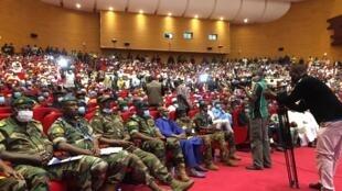 Salle plénière du Centre international de conférence de Bamako (CICB) lors de la première journée de concertation nationale, le samedi 5 septembre 2020.