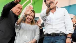 De gauche à droite : Silvio Berlusconi, Giorgia Meloni, leader du parti Frères d'Italie, et Matteo Salvini, le patron de la Ligue, le 19 octobre 2019 à Rome.