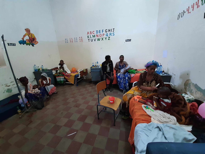 Service d'accueil pour les enfants souffrant de malnutrition, à l'Hôpital public général d'Adigrat, dans la région du Tigré, en Ethiopie. Mai 2021.