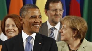 O presidente americano Barack Obama, e a chanceler alemã Angela Merkel, o primeiro-ministro espanhol Mariano Rajoy (fundo) na Cúpula do G20, no México.