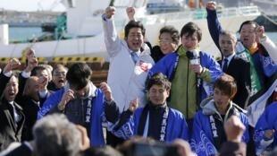 Thủ tướng Abe đang vận động tranh cử cho đảng Dân Chủ Tự Do