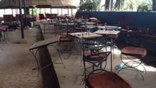Restaurant  «La Terrasse» à Bamako au Mali, état des lieux filmé, le 8 mars 2015.