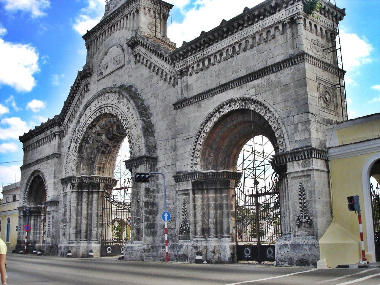 El cementerio de Colón se encuentra en el distrito de Vedado, en La Habana.