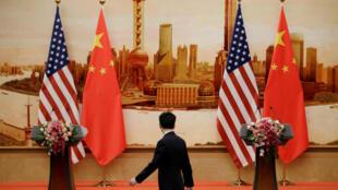 Cảnh chuẩn bị cho cuộc họp báo chung của ngoại trưởng Mỹ Mike Pompeo và ngoại trưởng Trung Quốc Vương Nghị tại Đại Lễ Đường Nhân Dân, Bắc Kinh, ngày 14/06/2018.