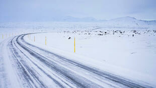 Un paysage enneigé d'Islande.