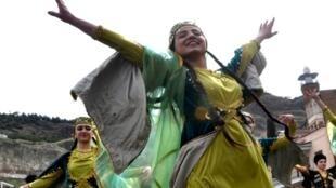 Девушки из азербайджанской общины празднуют Навруз, Тбилиси, 21 марта 2017.