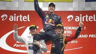 O piloto Sebastian Vettel comemora o tetracampeonato