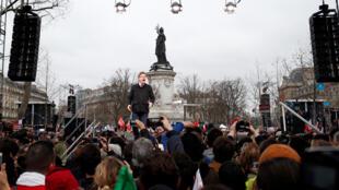 Марш сторонников Меланшона завершился митингом на площади Республики