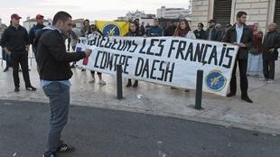 Action Française members demonstrate against IS in Marseille